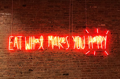 "Neon sign ""eat what makes you HAPPY"""